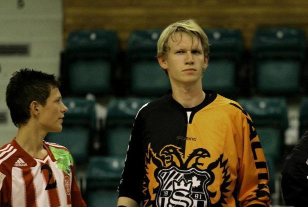 Et billed af undertegnet da jeg stadig var floorball-målmand. Nu bliver der hygget i 1. division i Aalborg Flyers Floorball Club